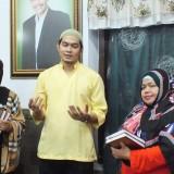 Odi Memberikan Bingkisan Kepada Pesantren Zainul Hasan Genggong.