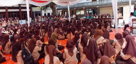 Orasi: Debat kandidat calon ketua osis sebelum pemungutan suara pemilihan osis MA Zaha Genggong