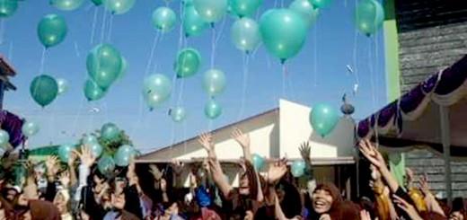 pelepasan balon di acara ulang tahun SMA Unggulan