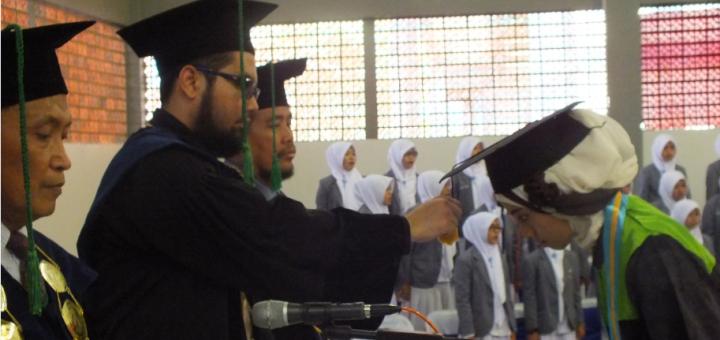 kepala MA Zaha mewisuda para sarjana